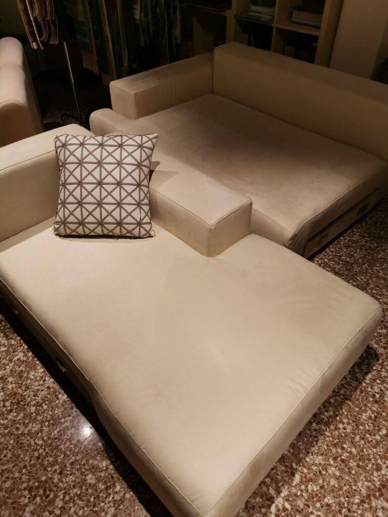 Divano beige cuscino